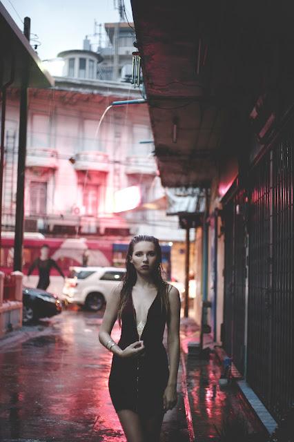 China Town, Wet In China Town, Kristyna Vackova, Kristyna Thajsko, thajsko blog, čínská čtvrť, čínská čtvrť bangkok, china town bangkok, bangkok blog, bangkok blogger, gejša, geisha, gold tattoo, zlaté tetování, underboob tattoo