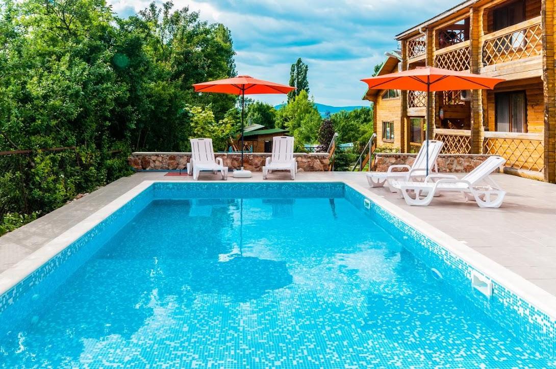 Севастополь отели с бассейном