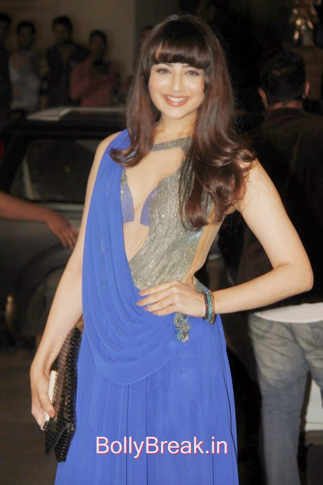 FF+4, Zoya Afroz Hot HD Pics in Blue Dress From Awards Night