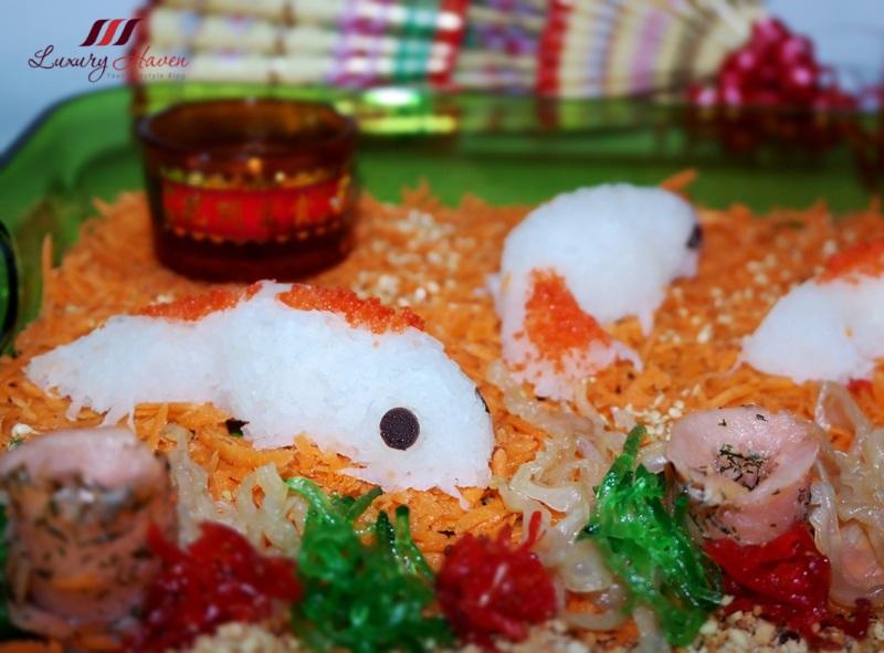 chinese new year lo hei smoked salmon yusheng