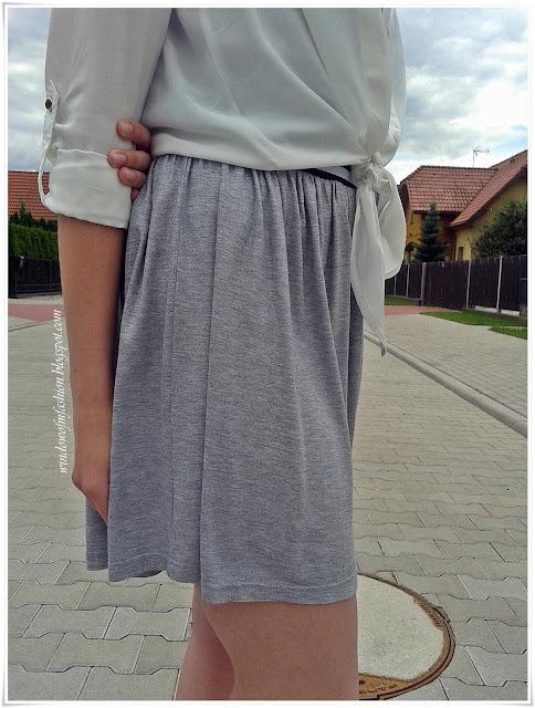Szaro-srebrna spódniczka na gumce, college style