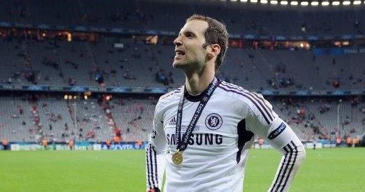 Peter Cech Hands On Waist Chelsea Premier League England