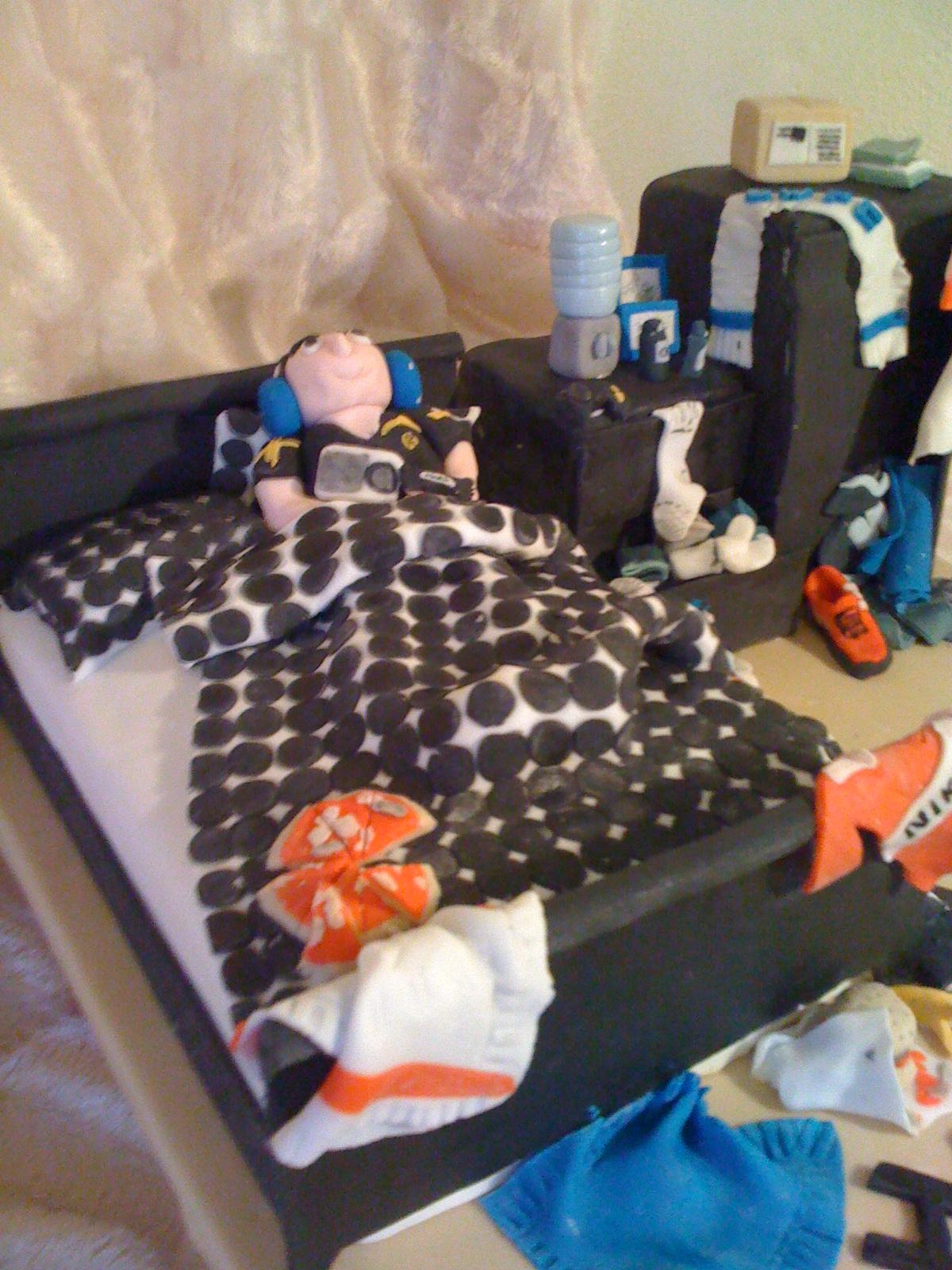 andyasimplechefblogspotcom Messy Boys Bedroom Cake