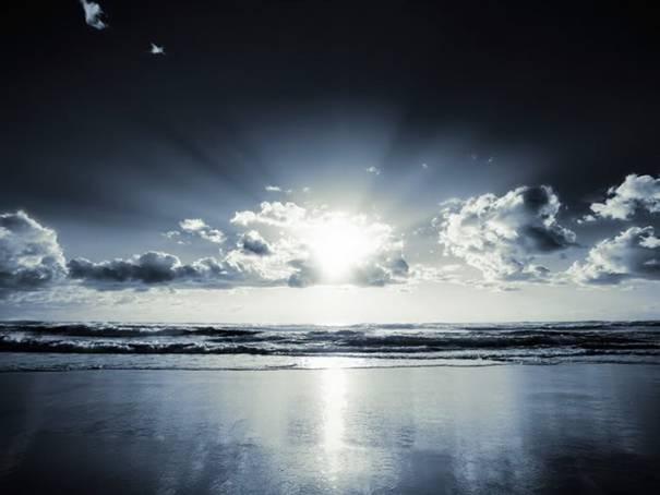 صور رائعه لجمال السماء وصفاء الماء image051-779102.jpg