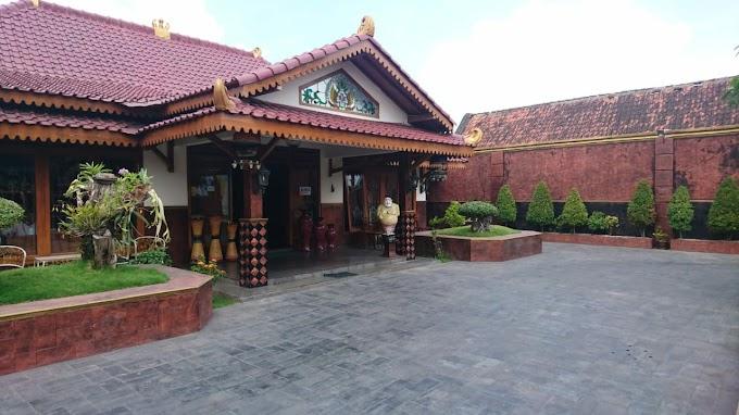 Rumah Mewah Etnik Jawa dan Ruang Usaha Tengah Kota Dekat Malioboro