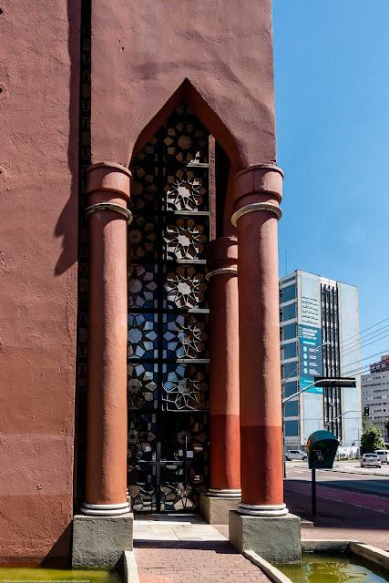 Memorial Árabe - detalhe porta