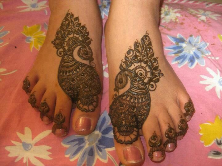 Mehndi For Pair : Beautiful peacock mehndi designs to try in bling sparkle