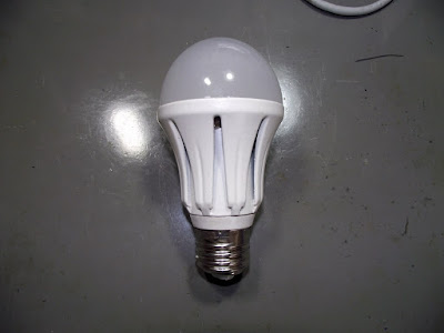 Lâmpada de LED Giga Eco 9Wqewruo