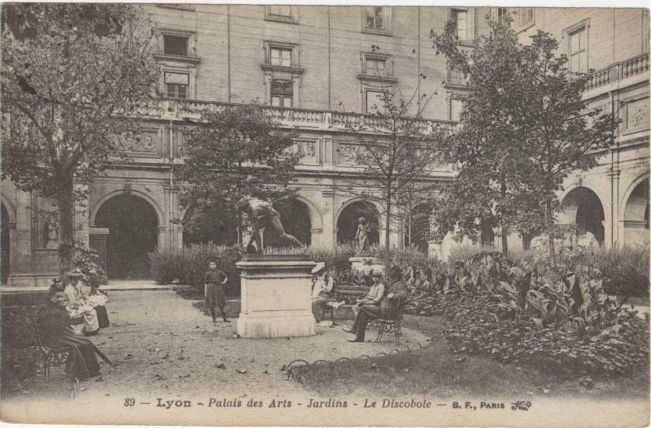 Le jardin intérieur avec le Discobole (vers 1910)