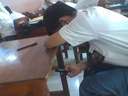 pembatasan atau pelarangan penggunaan HP di sekolah