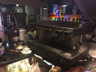 Sửa máy pha cà phê bán tự động bị kêu to khi làm cà phê