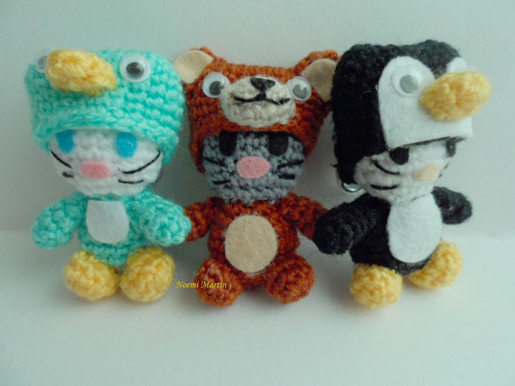 http://agujalanaytijeras.blogspot.com.es/2014/04/n1617-y18-las-gatitas-llavero-kittys.html