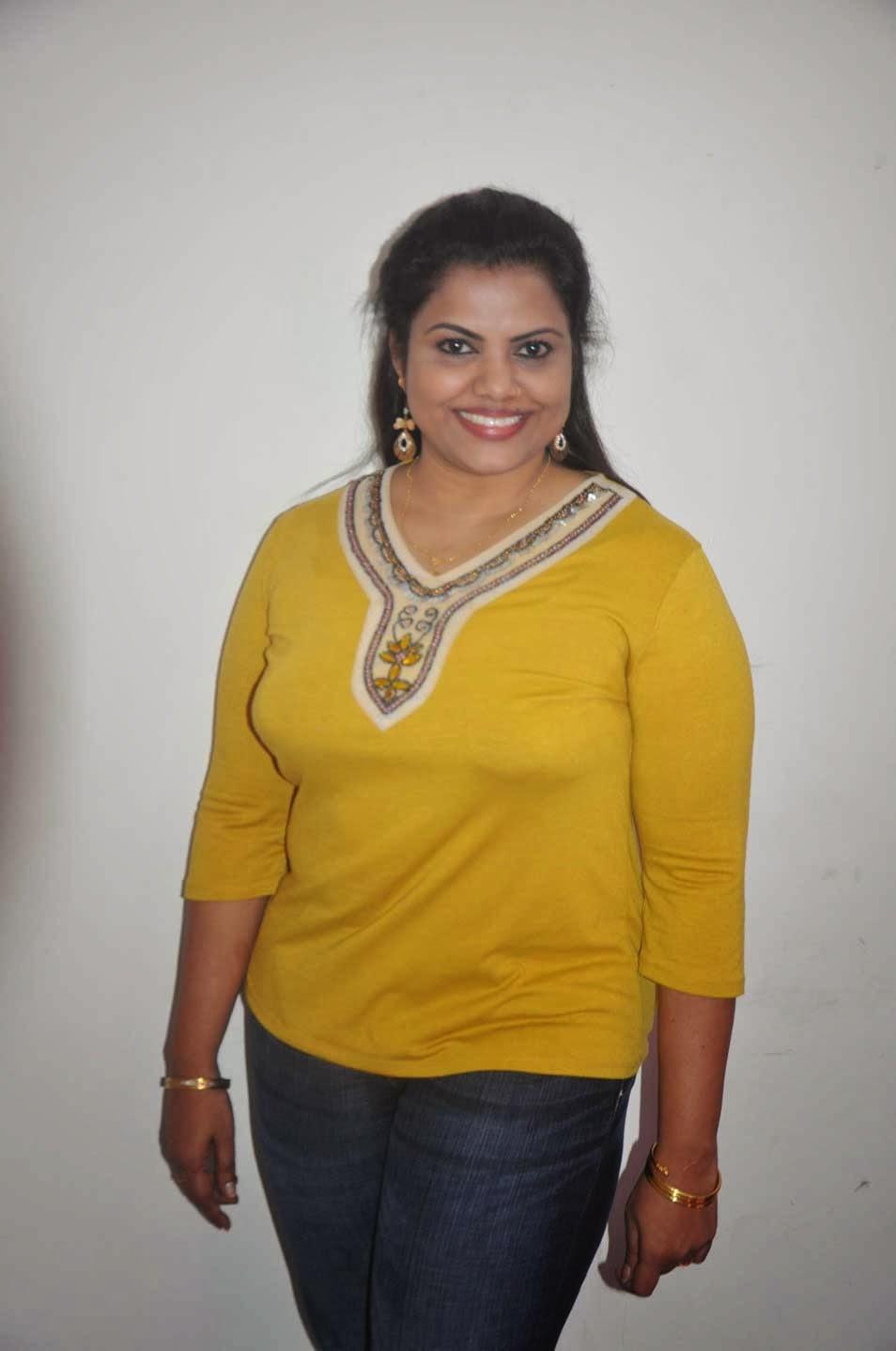Hot Kerala Mallu House Wife Prameela Kutty Sexposing Deep -9722