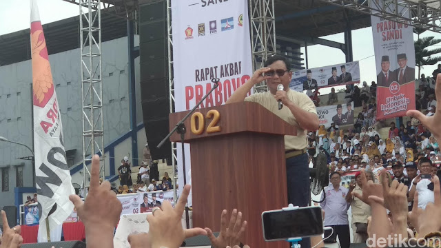 Panas! Prabowo Serang Kartu-kartu Jokowi Saat Kampanye di Bandung