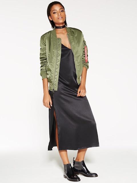Бомбер цвета хаки с платьем комбинацией