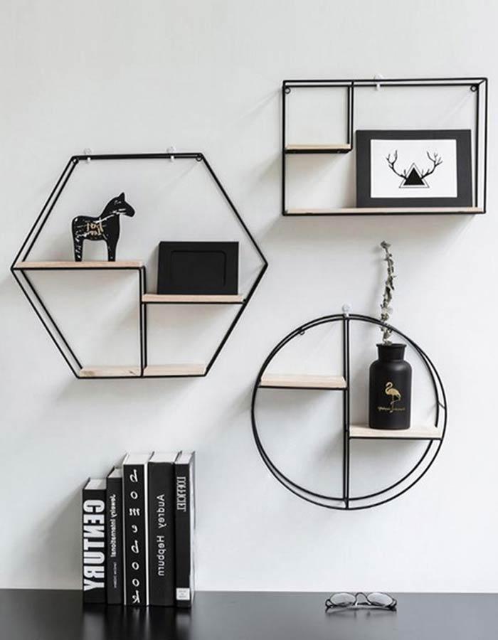 Prateleiras geométricas em metal e madeira perfeitas para decoração escandinava