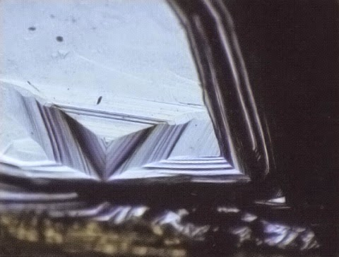 Το σπάνιο διαμάντι των Παλαιολόγων και το καρφί της Σταύρωσης http://leipsanothiki.blogspot.be/