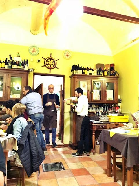 Gdzie zjeść w Bari kolację? La Tana Del Polpo - najlepszy makaron z pistacjami i krewetkami w mieście.