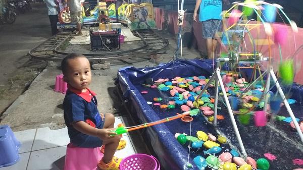 permainan mancing di pasar malam