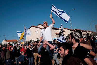 Apenas días después de que el asentamiento de Amona fuera evacuado y demolido por orden del Tribunal Supremo de Justicia de Israel, la Knesset aprobó una legislación controvertida para legalizar retroactivamente todas las viviendas de asentamiento que se encuentran en propiedades que han sido identificadas como tierras privadas palestinas.