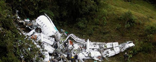 Fotografia do Avião que transportava a equipa de futebol Chapecoense e ficou totalmente destruido com a queda