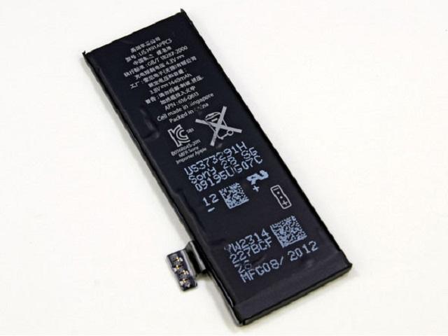 thay-pin-iphone-5c-chinh-hang