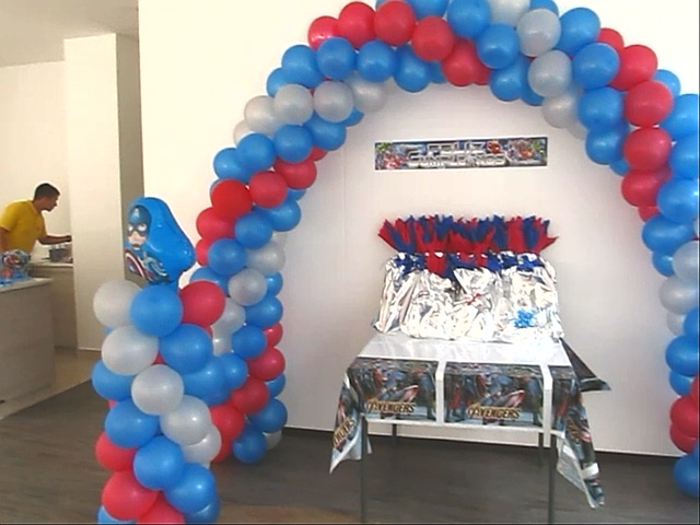 Decoracion con globos fiesta capitan america for Globos decoracion fiestas