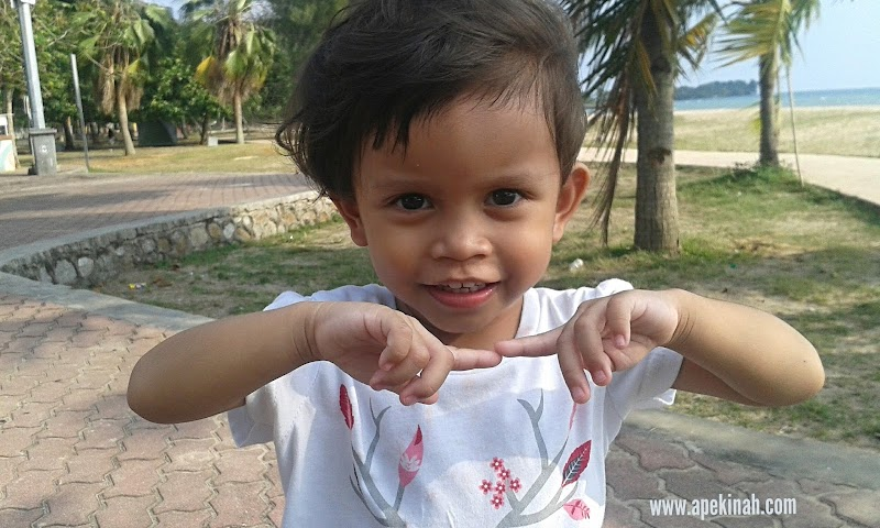 Bawa Thahirah Mandi Di Port Dickson
