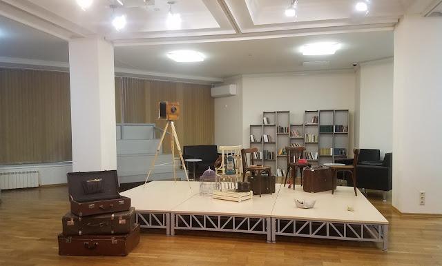 """межрегиональная выставка фотонатюрморта """"Весь мир - театр. Внимание на экспериментальную сцену!"""" : антураж создаёт определённую атмосферу..."""