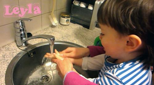 kind handen wassen