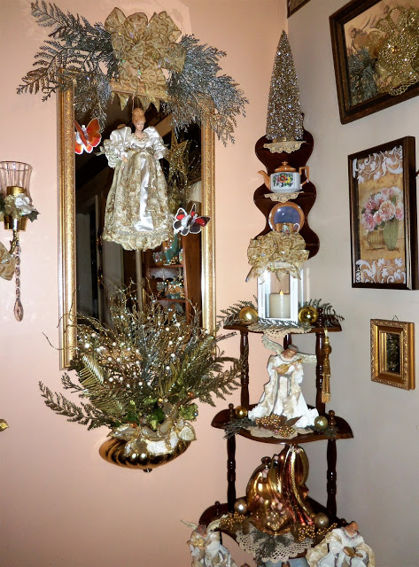 Christmas and Lusterware in the Upstairs Hallway, Christmas Home Tour, 2018