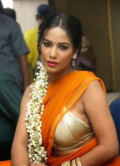 poonam pandey hot backless hd pics