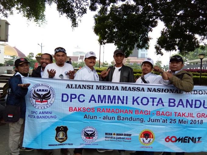 DPC AMMNI Kota Bandung Bagi-bagi Takjil Gratis