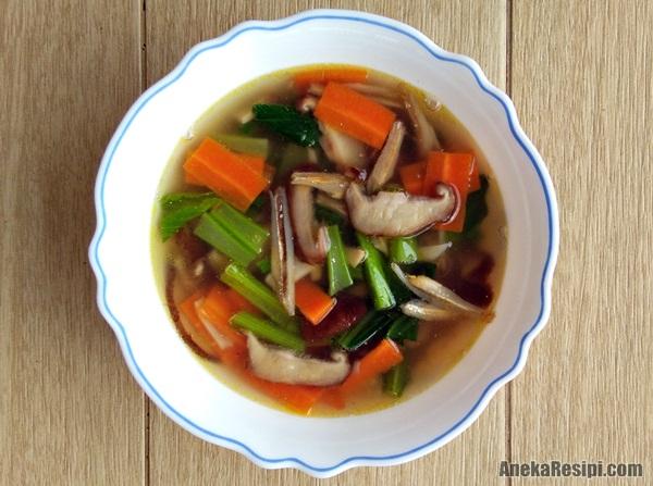 sup sayur carrot, sawi, cendawan