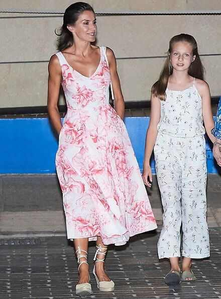The Royal family altogether ate dinner at Ola del Mar Restaurant located at Portixol Harbour in Palma de Mallorca