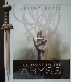 Portada del libro Diplomat to the Abyss, de Jeremy Davis