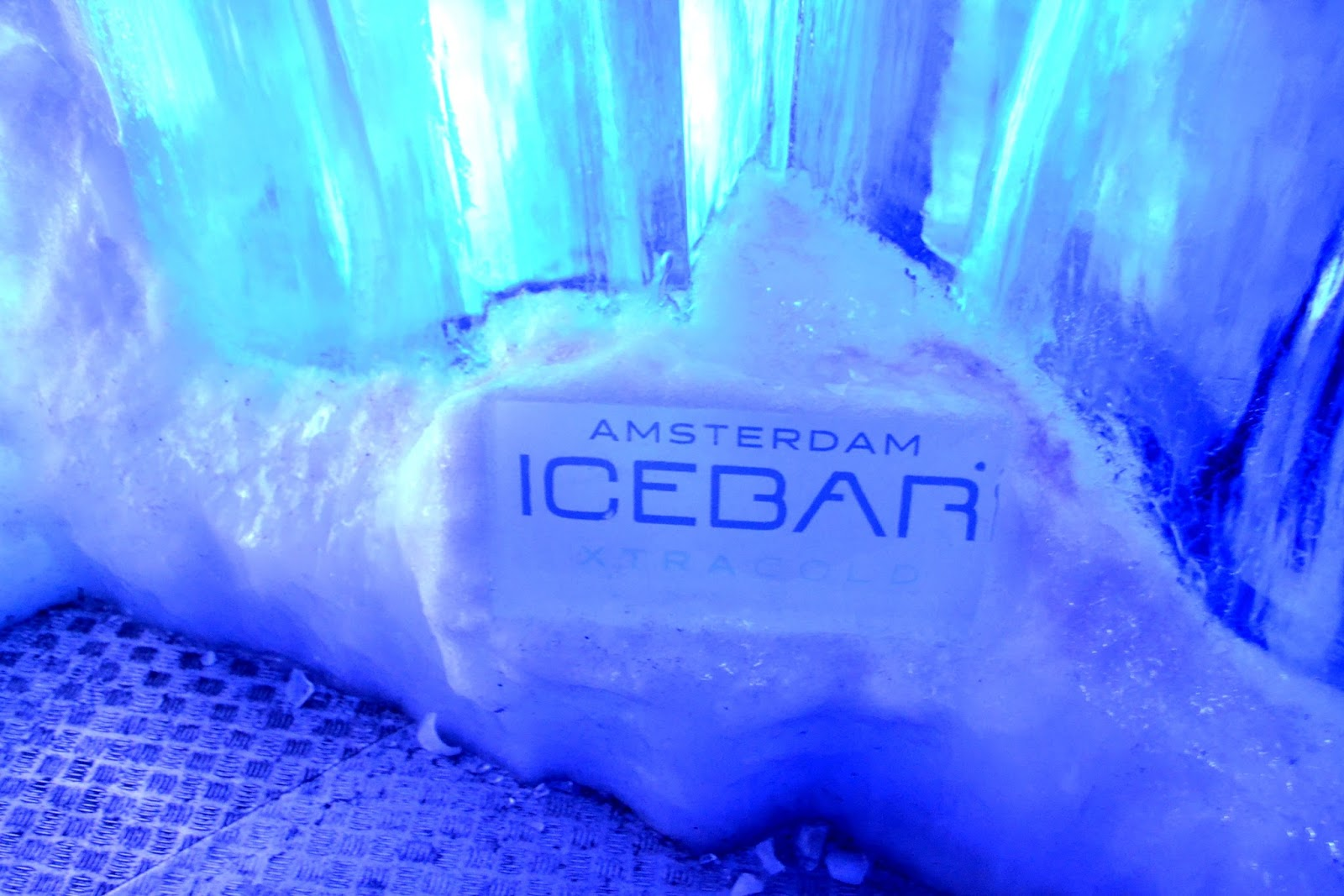 how to build an ice bar