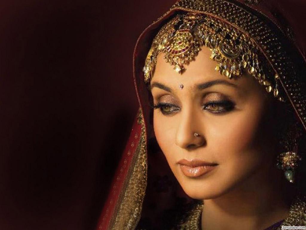 Rani: Rani Mukherjee Hot Kissing Videos