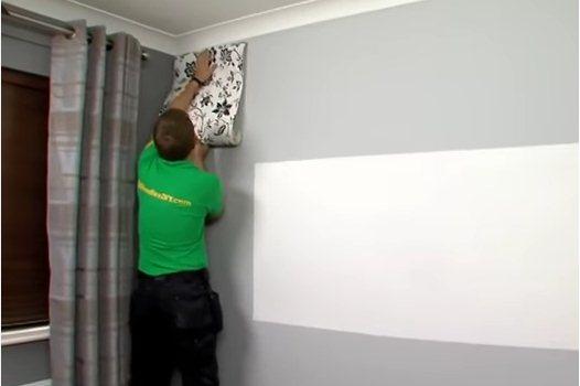 طريقة تركيب ورق الجدران على البويه