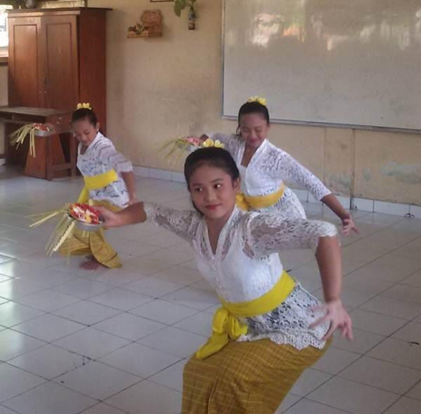 Tari Pendet dari Bali