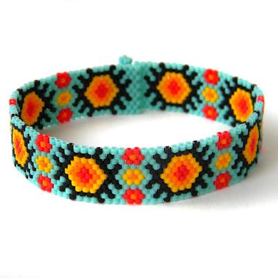 Яркий узкий браслет из бисера - бирюзовый летний браслет