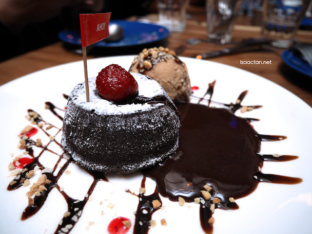 Molten Chocolate (Valrhona) Lava Cake With Ice Cream (RM14.90)