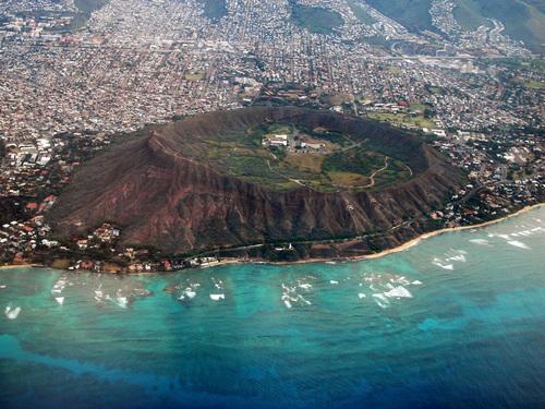 روعة المدن الساحلية diamond-head-crater-