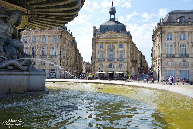 Centre ville de Bordeaux en été - Place de la Bourse
