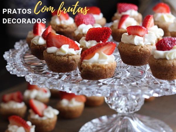 cupcake decorado com morangos