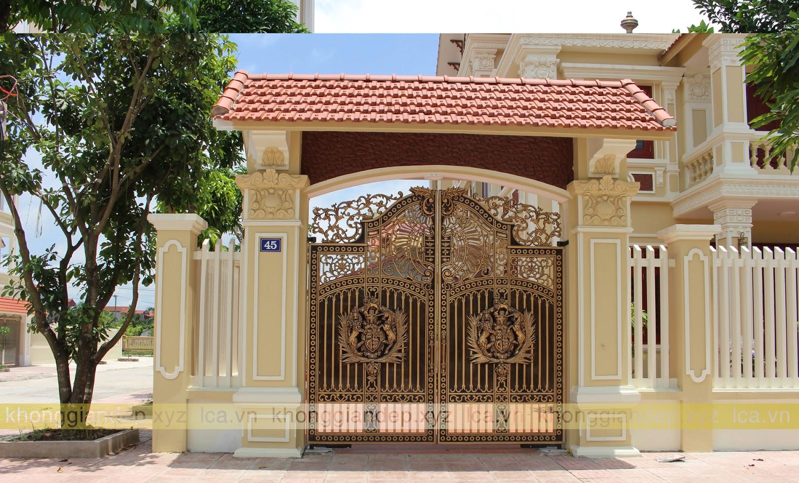 Cổng nhôm đúc có mái che cổng biệt thự đẹp tại Ninh Bình