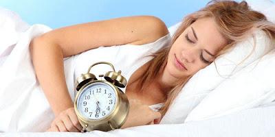 Kita hidup di tengah penduduk  yang membanggakan kurang tidur Cukup Tidur Bikin Cantik, Kurang Tidur Perburuk Penampilan