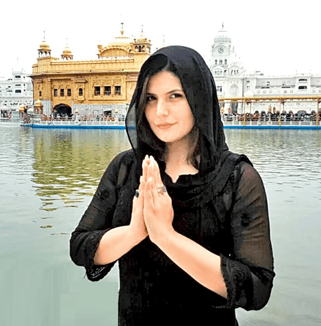 Zareen Khan Bollywood Actress In Golden Temple Amritsar HD Wallpaper Pics Images