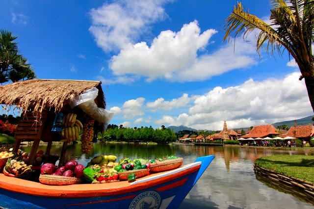 Liburan di floating market lembang pake jasa rental mobil bandung