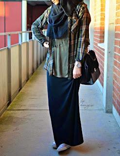 model rok Pencil Skirt